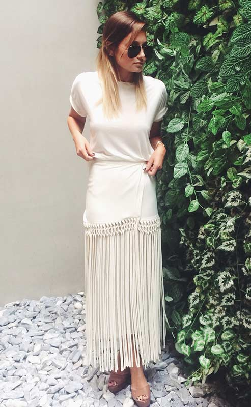 White-Maxi-Skirt-and-T-Shirt-Outfit.jpg